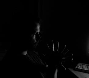 10-fingers-darkness-1486579